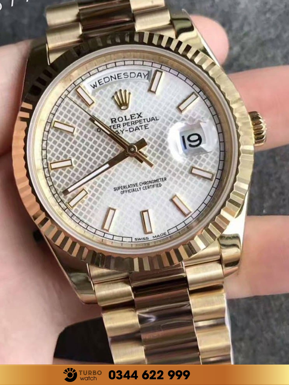 Rolex DAY-DATE 40 228239 gold fake -1 siêu cấp